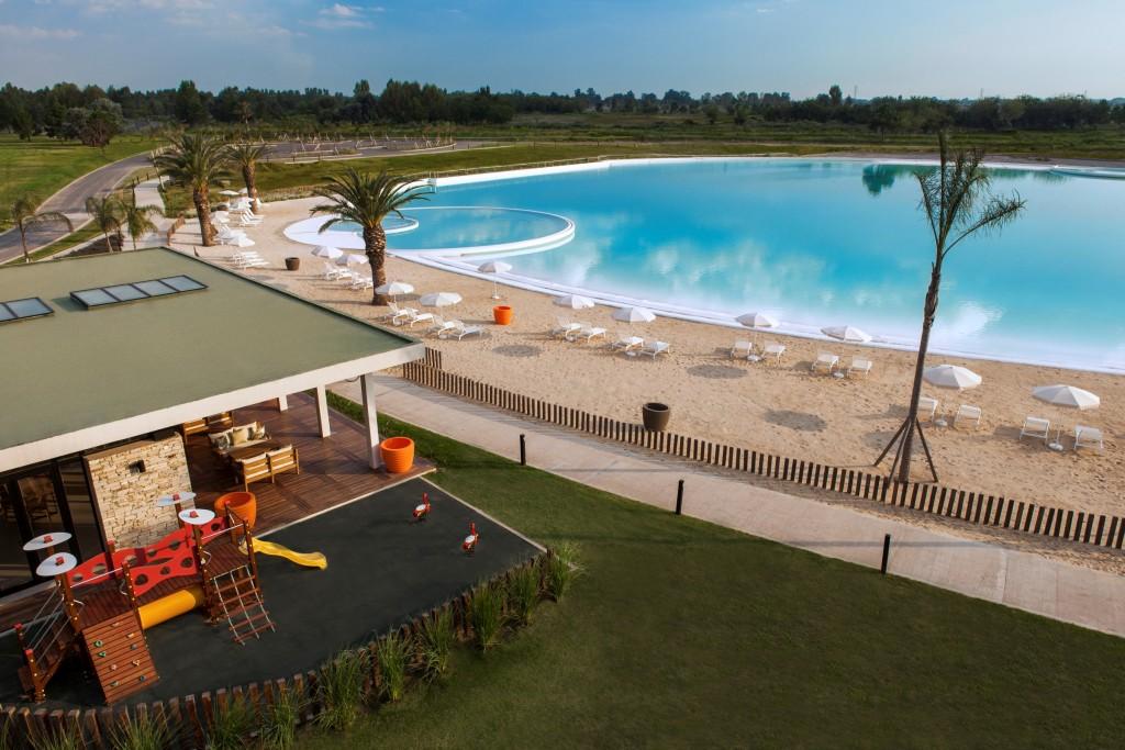 Terralagos, vista al Club House Kids  y playa.jpg